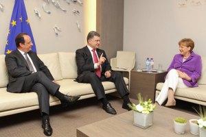 Порошенко, Меркель и Олланд обсудили ситуацию на Донбассе