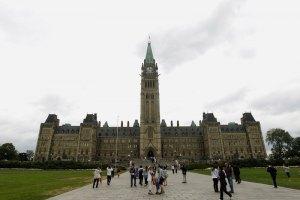 Неизвестный открыл стрельбу в здании парламента Канады