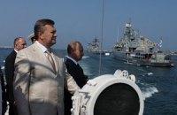 Янукович и Путин на катере осмотрели флот Украины и РФ