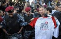 """Бизнесмену, который печатает футболки """"Спасибо жителям Донбасса"""", угрожают"""