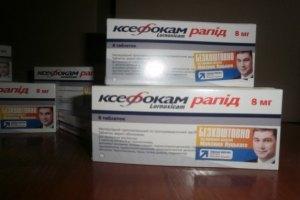 """""""Регионал"""" Луцкий раздает киевлянам лекарства со своим портретом"""