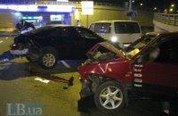 """В Киеве """"восьмерка"""" врезалась в Toyota Camry, водитель и пассажир головами выбили лобовое стекло"""