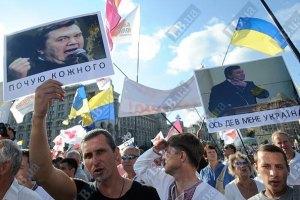 Янукович из интернета узнал о махинациях с его портретами