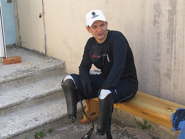 Вадим у спеціальних бігових протезах