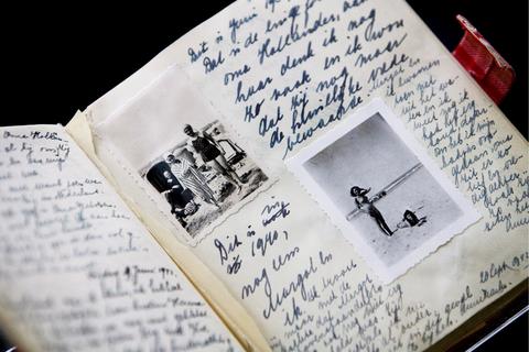 Во Франции в свободный доступ выложили дневник Анны Франк