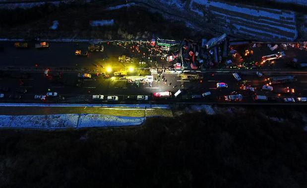 Жертвами крупной автомобильной трагедии в КНР стали 17 человек