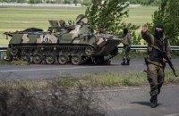 Силовики уничтожили из гранатомета две машины с боевиками, напавшими на блокпост в Славянске