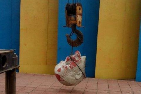 В Лисичанске снесли памятник Ленину