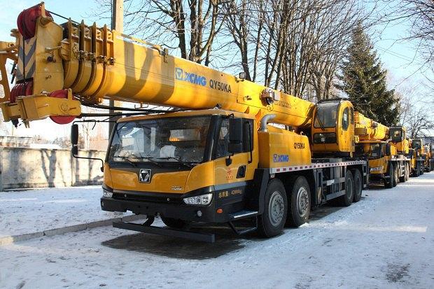 КНР сообщил украинским спасателям семь автокранов и 4 бульдозера