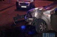 В Киеве нетрезвый водитель протаранил столб и ушел с места аварии