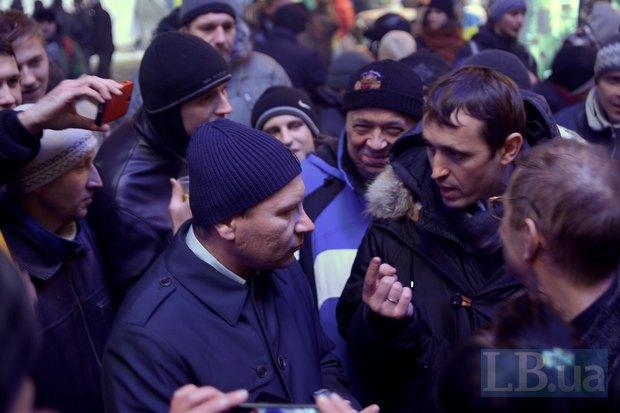 К митингующим приходил пообщаться депутат от ПР Владислав Лукьянов
