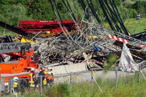При обрушении моста в Германии погиб человек, еще 6 ранены