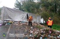 В Ровенской области перевернулся грузовик со львовским мусором