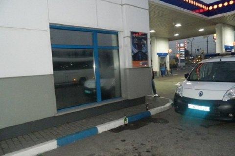 ВКиеве преступник вынес савтозаправки кассовый аппарат