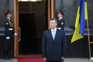 Янукович принял участие в поднятии государственного флага