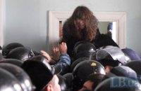 """Милиция занялась вчерашними """"боями"""" в Главпочтамте"""