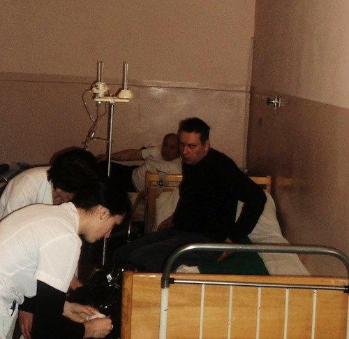 Підозрюваний Роман Прищепа на лікарняному ліжку