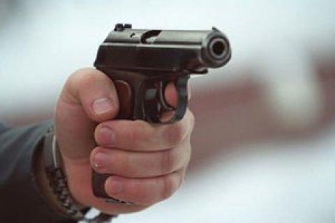ВКиеве неизвестные сострельбой ограбили мужчину