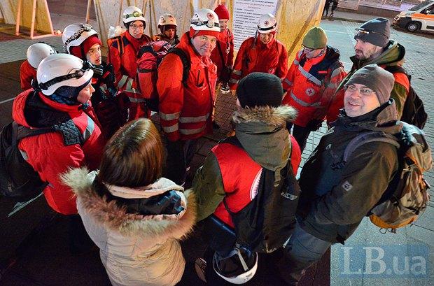 Тарас Логгинов с коллегами по Красному Кресту