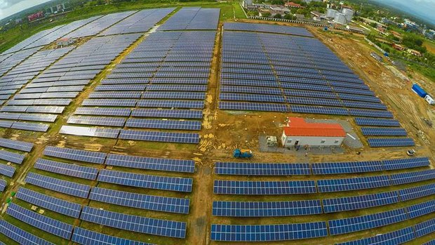 Солнечная электростанция в Кочине, штат Керала, Индия, полностью обеспечивает энергией местный аэропорт