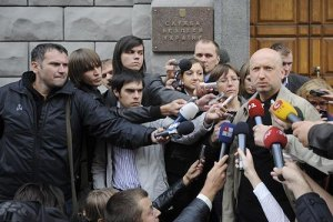 Турчинов: Янукович приказал хоть что-то найти из старых дел на Тимошенко