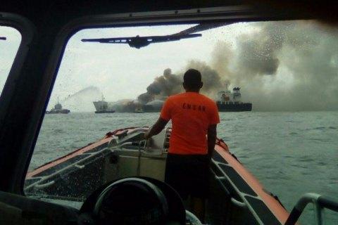 ВКитайской республике серия взрывов произошла нанефтяном танкере