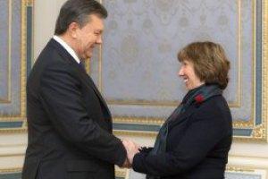 Янукович поговорил с Эштон о конституционной реформе