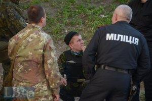Порошенко разрешил милиции в зоне АТО применять оружие без предупреждения