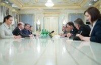 Порошенко рассказал послам G7 и ЕС о ситуации на Донбассе