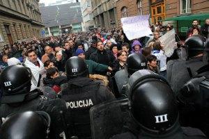 В Боснии акции протеста охватили уже 12 городов