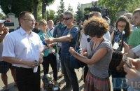 Глава Новых Петровцев пытался заманить журналистов на банкет