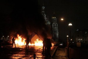 Художник Петр Павленский поджег покрышки на площади Санкт-Петербурга