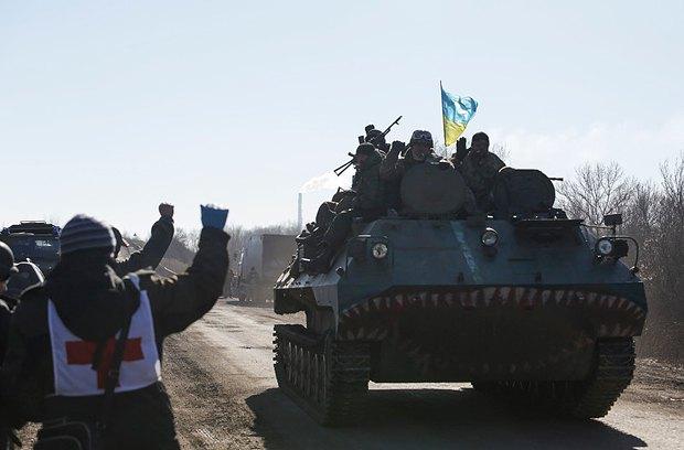 Военные выходят из Дебальцево в сторону Артемовска