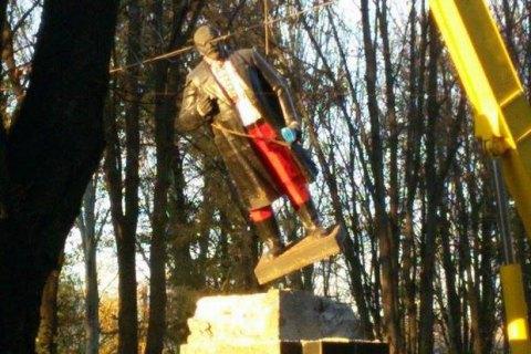 В Волновахе демонтировали памятник Ленину