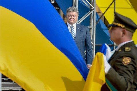Украинский флаг снова появится над оккупированными Донбассом и Крымом, - Порошенко
