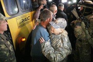 Еще 14 военных освободили из плена боевиков