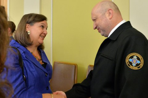 Турчинов обсудил с Нуланд сотрудничество в сфере безопасности