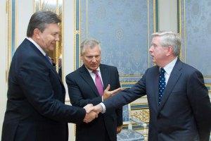 Кокс и Квасьневский отказались комментировать встречу с Януковичем