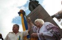 ЕСПЧ присудил €5000 пенсионерке, повредившей в 2011 году венок Януковича