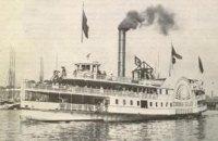 Маленький Янукович плавал на пароходе «с колесом на борту»
