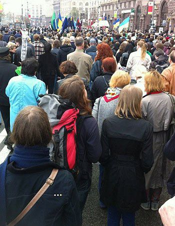 Колонна митингующих на Крещатике. 14:50