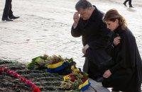 Порошенко с женой на Михайловской площади почтили память жертв Голодомора
