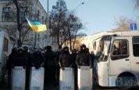 """Митинги в центре Киева разделены кордоном милиции и """"Беркута"""""""