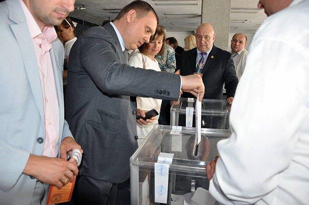 Павло Гречківський голосує
