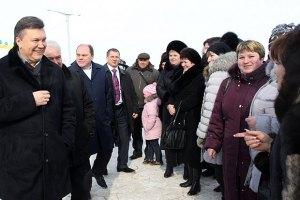 Янукович отдаст бедным свои 16 млн грн от книг