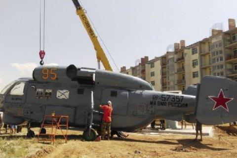 Монумент металлолому: под Евпаторией устанавливают напостамент списанный корабельный вертолет