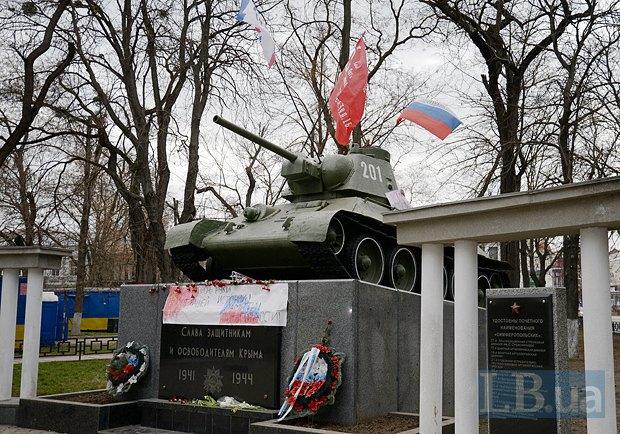 Упомянутый выше танк-памятник