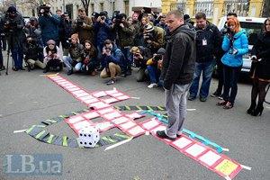 Переселенцы потребовали от Порошенко подписать закон об их статусе