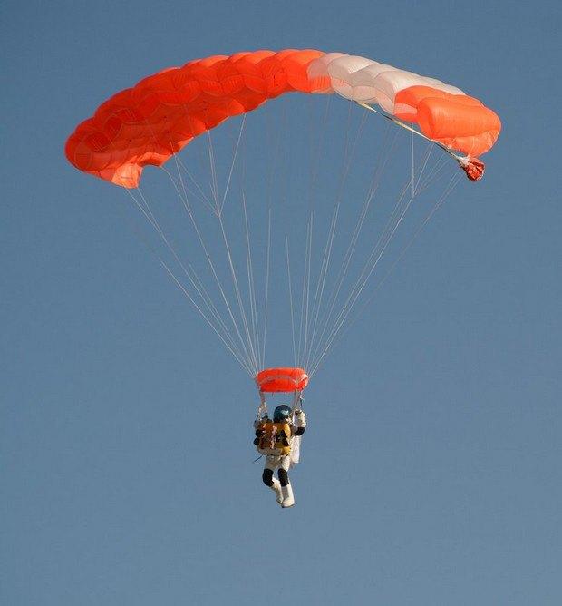 544bc847295c3 Вице-президент Google прыгнул с парашютом с 41-километровой высоты