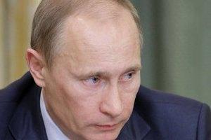 У Мінську Путіна зустріли непристойною розтяжкою